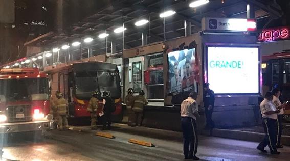 se incendia unidad de metrobus en estacion durango video 1