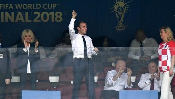 fotos de macron celebrando el triunfo de francia 1