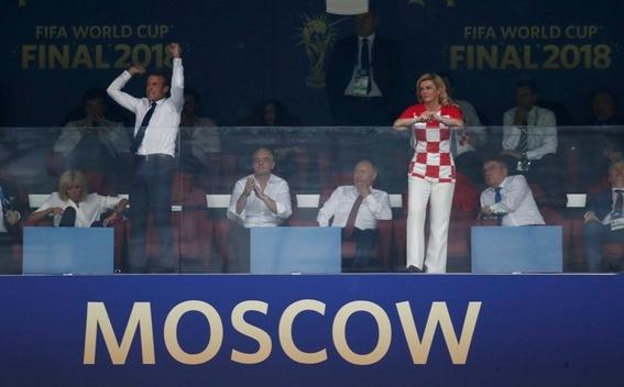 fotos de macron celebrando el triunfo de francia 2