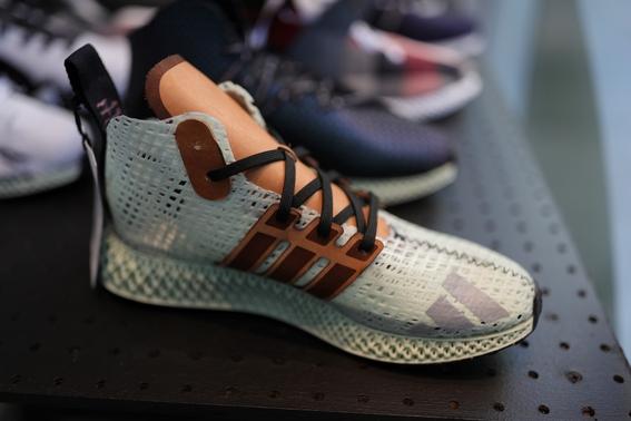 Adidas sustituirá el plástico de sus productos por materiales reciclados
