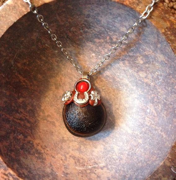 encuentran amuleto falico de oro en espana 1