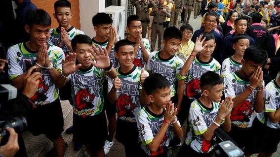 ninos de tailandia hablan por primera vez con prensa 1