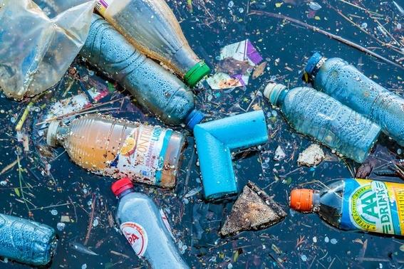 cinco plasticos que contaminan mas que los popotes 1