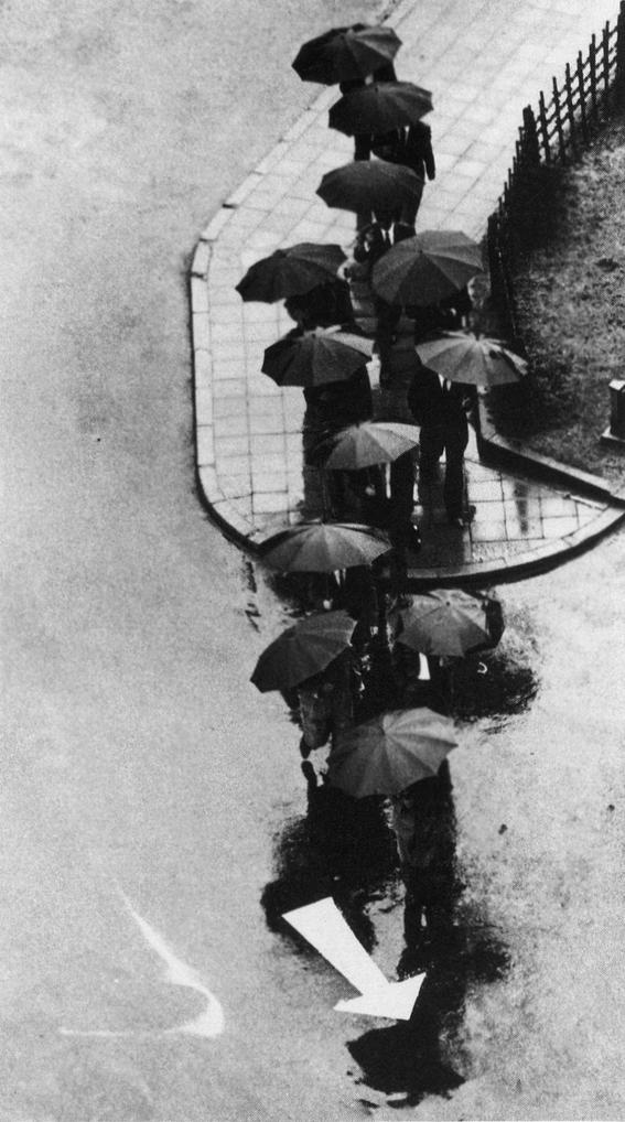 fotografias de andre kertesz sobre momentos de las ciudades 12