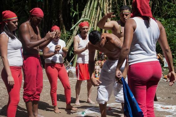 fotografias de un ritual de santeria en venezuela 10