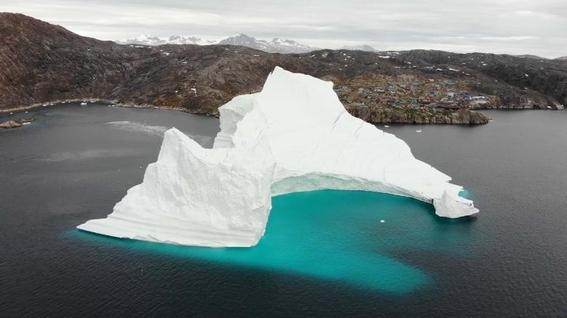 iceberg en innaarsuit groenlandia eclipse lunar viernes 27 de julio 2