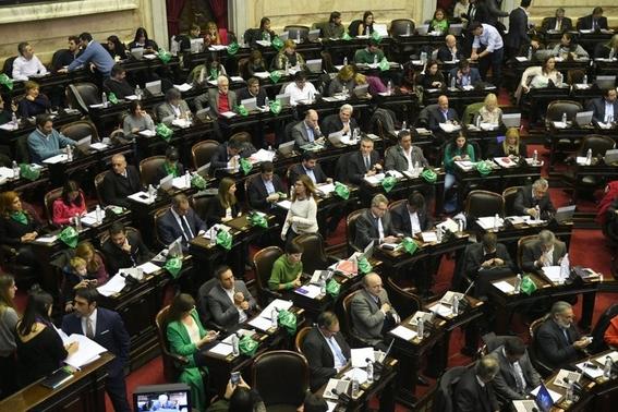 que significa el panuelo verde a favor del aborto en argentina 3