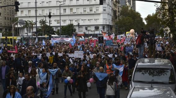que significa el panuelo verde a favor del aborto en argentina 2