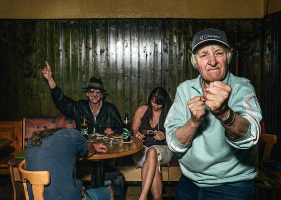 fotografias de klaus pichler sobre la diversion de algunos adultos mayores 3