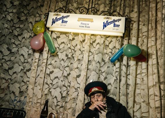 fotografias de klaus pichler sobre la diversion de algunos adultos mayores 10