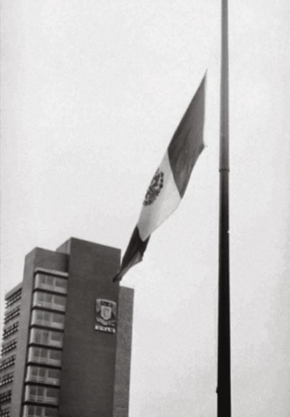 30 de julio 68 izan bandera a media asta por luto en unam 1