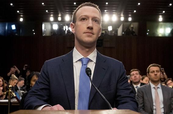 demandan a zuckerberg tras desplomo de facebook en la bolsa 1