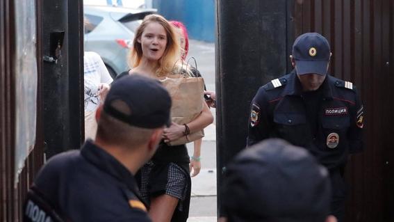 liberan a pussy riot y los detienen segundos despues 1