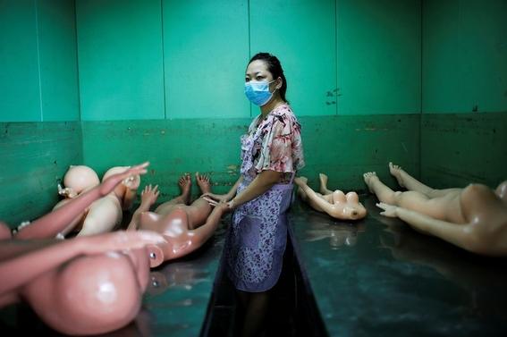 fotografias de una fabrica de munecas sexuales 10