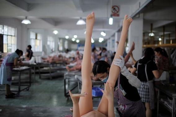 fotografias de una fabrica de munecas sexuales 13
