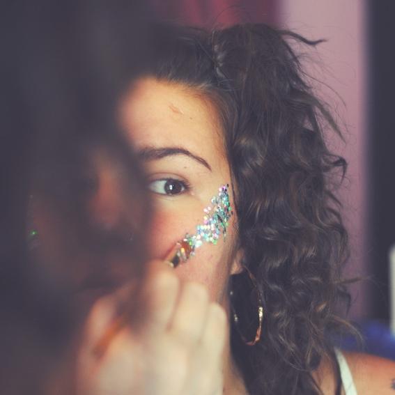 trucos de maquillaje para quitar el brillo en la cara 6