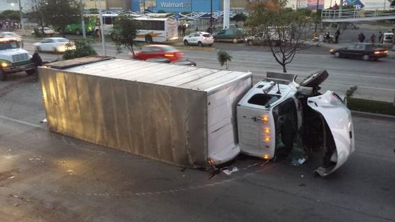 jugador de chivas sufre accidente automovilistico esta madrugada 1