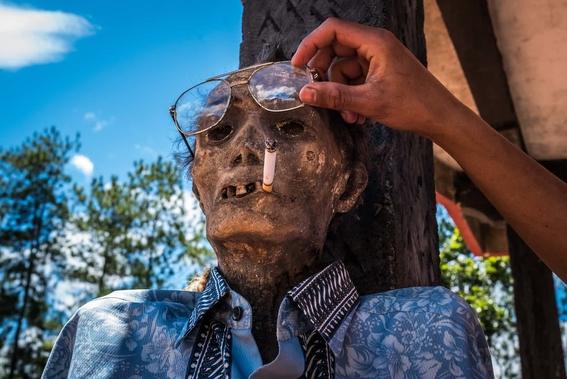 fotos del pueblo que desentierra a sus muertos 8