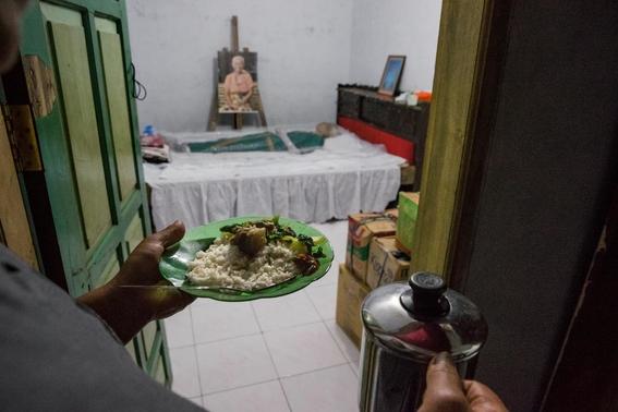 fotos del pueblo que desentierra a sus muertos 7