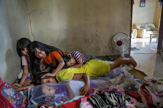 fotos del pueblo que desentierra a sus muertos 9
