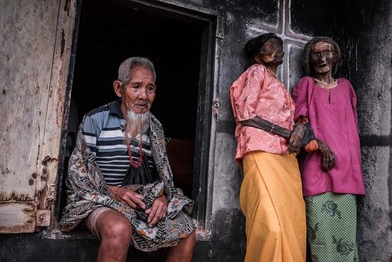 fotos del pueblo que desentierra a sus muertos 1