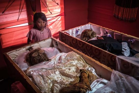 fotos del pueblo que desentierra a sus muertos 6