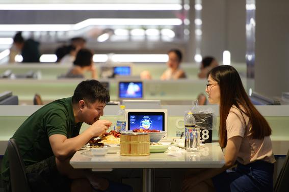 robot he restaurante chino atendido por robots 3