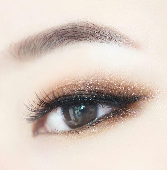 como delinear ojos pequenos 9