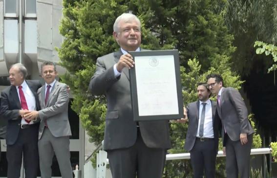 amlo recibe su constancia de presidente electo de mexico 3