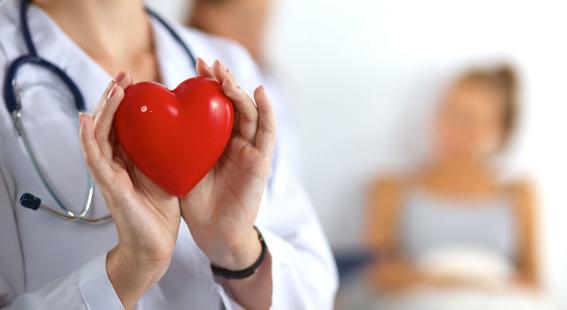 mujeres son mas propensas a sobrevivir infartos si las tratan doctoras 1