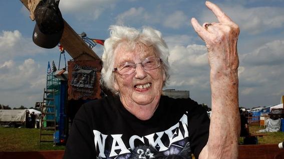 historia falsa de los ancianos del heavy metal 1