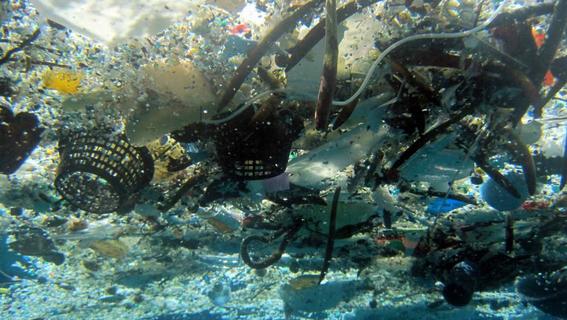 isla de basura y plastico en oceano pacifico 2