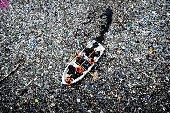 isla de basura y plastico en oceano pacifico 4