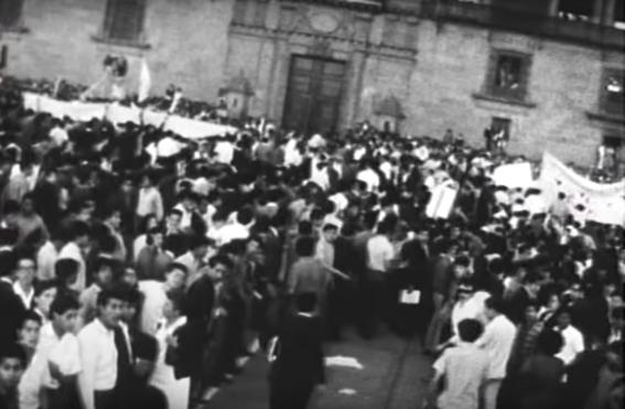 estudiantes toman el zocalo el 13 de agosto del 68 1