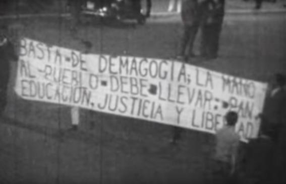 estudiantes toman el zocalo el 13 de agosto del 68 4