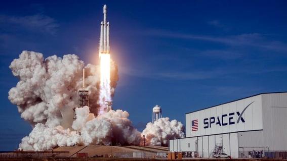 spacex plena un viaje tripulado en 2019 1