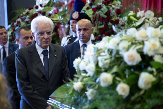 ceremonia de despedida en italia por victimas del puente de genova 4