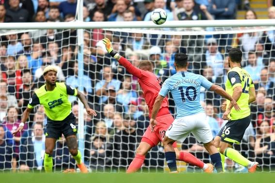 sergio agüero golea a huddersfield 2