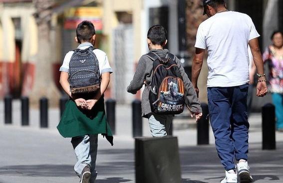 mochilas pesadas provoca danos en la espalda de los ninos 2