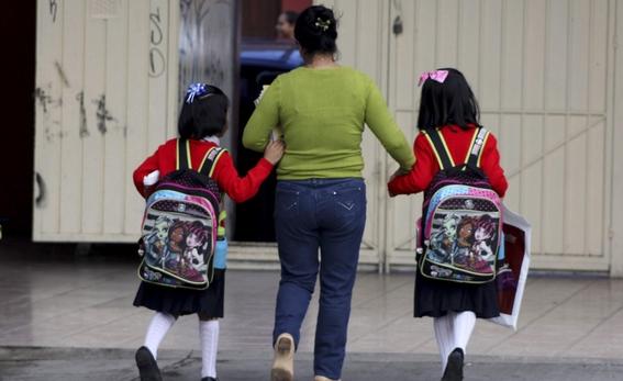 mochilas pesadas provoca danos en la espalda de los ninos 4