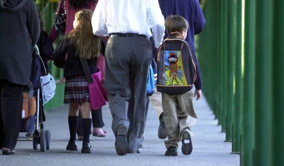 mochilas pesadas provoca danos en la espalda de los ninos 1
