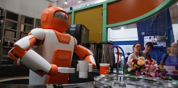 china presenta a robots medicos 4
