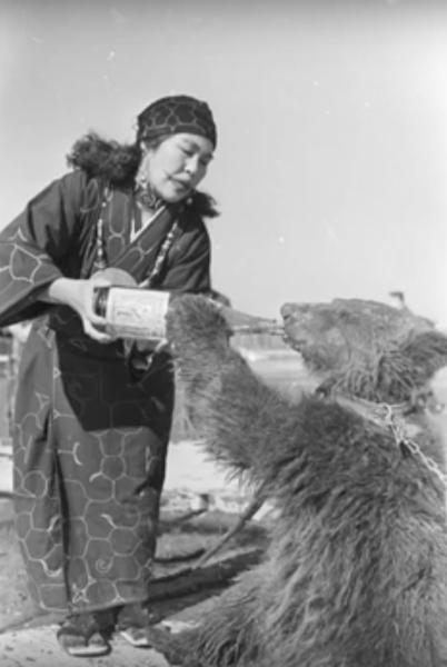 ritual ainu japones de amamantar a los osos 1