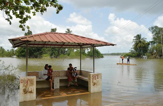 un millon de desplazados por inundaciones en india 1