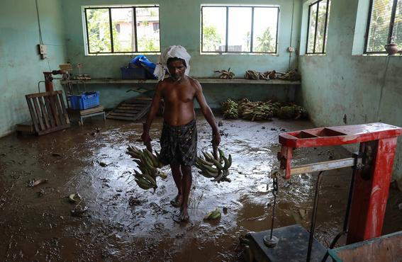 un millon de desplazados por inundaciones en india 2