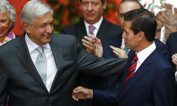 amlo banda presidencial en zocalo o palacio nacional 1