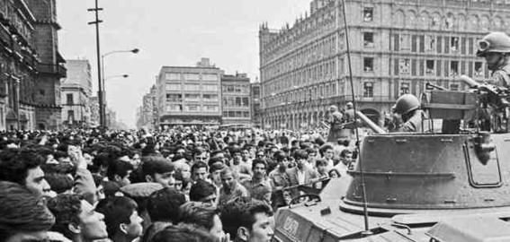 militares desalojan del zocalo al movimiento estudiantil 3