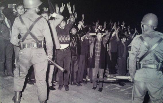militares desalojan del zocalo al movimiento estudiantil 4