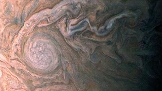 juno muestra imagenes de la atmosfera de jupiter 1