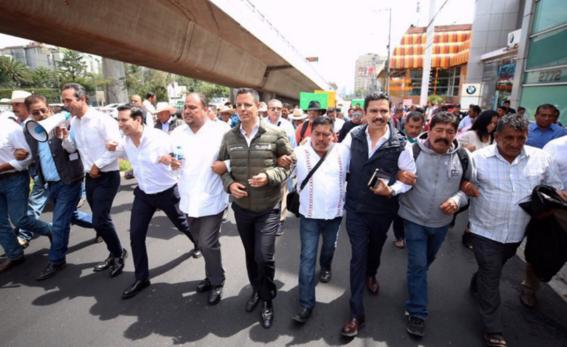 alejandro murat mezcaleros protestan en cdmx por mezcal 4